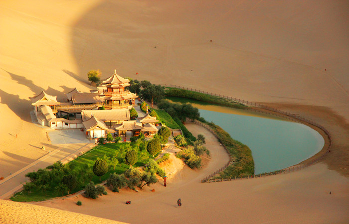 Dunhuang-Crescent-Lake.jpg
