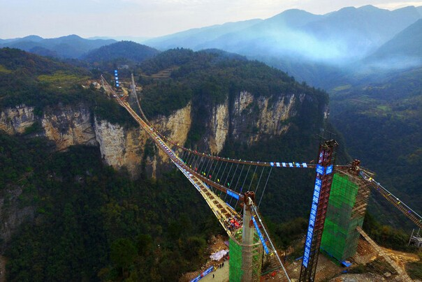 Zhangjiajie-Glass-Bridge-1.jpg